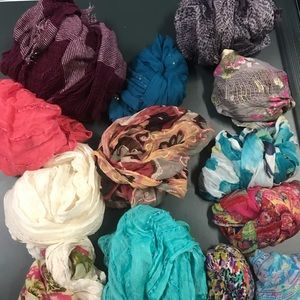 SCARFS!!! GREAT ARRANGEMENT. Gently used, some new